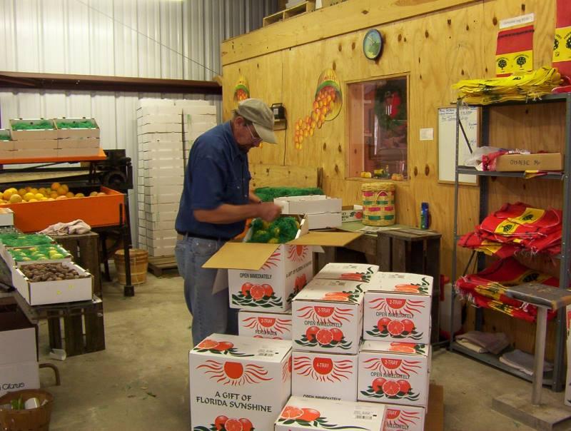 packing gift fruit